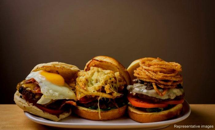 High On Burgers : Satyaniketan, Satyaniketan, New Delhi cover pic